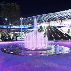 岐阜駅北口駅前広場の噴水が始まっています
